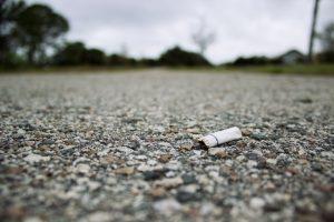 l'Etat propose de nouvelles subventions pour aider les collectivités à ramasser les mégots de cigarette