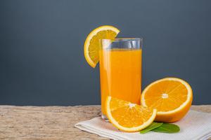 Préparez-vous vos propres jus de fruits pour éviter les emballages à usage unique.